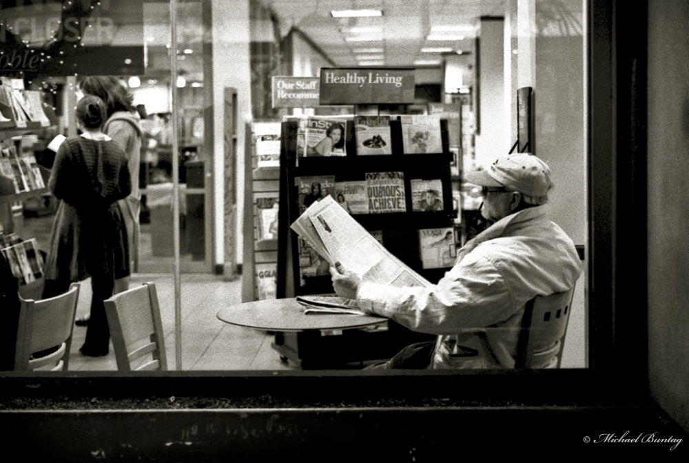 Borders Books, (3rd) Third Street Promenade, Santa Monica, Los Angeles, California. Fujifilm Neopan 1600 35 mm BW film.