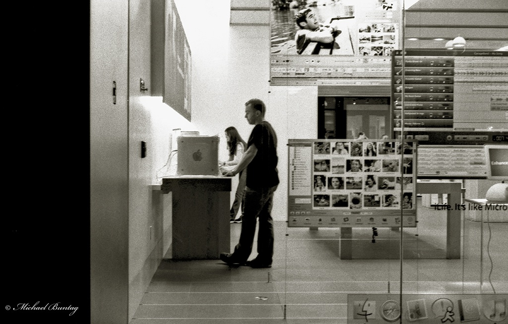 Apple Store, (3rd) Third Street Promenade, Santa Monica, Los Angeles, California. Fujifilm Neopan 1600 35 mm BW film.