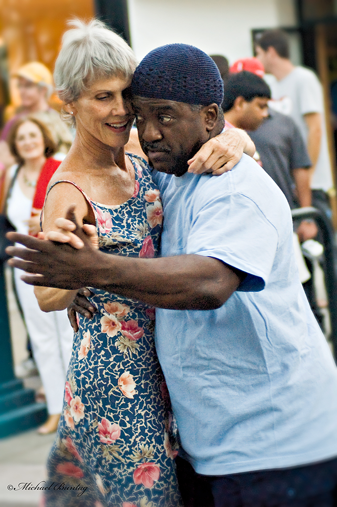 Salsa dancers, Third Street Promenade, Santa Monica, Los Angeles, California