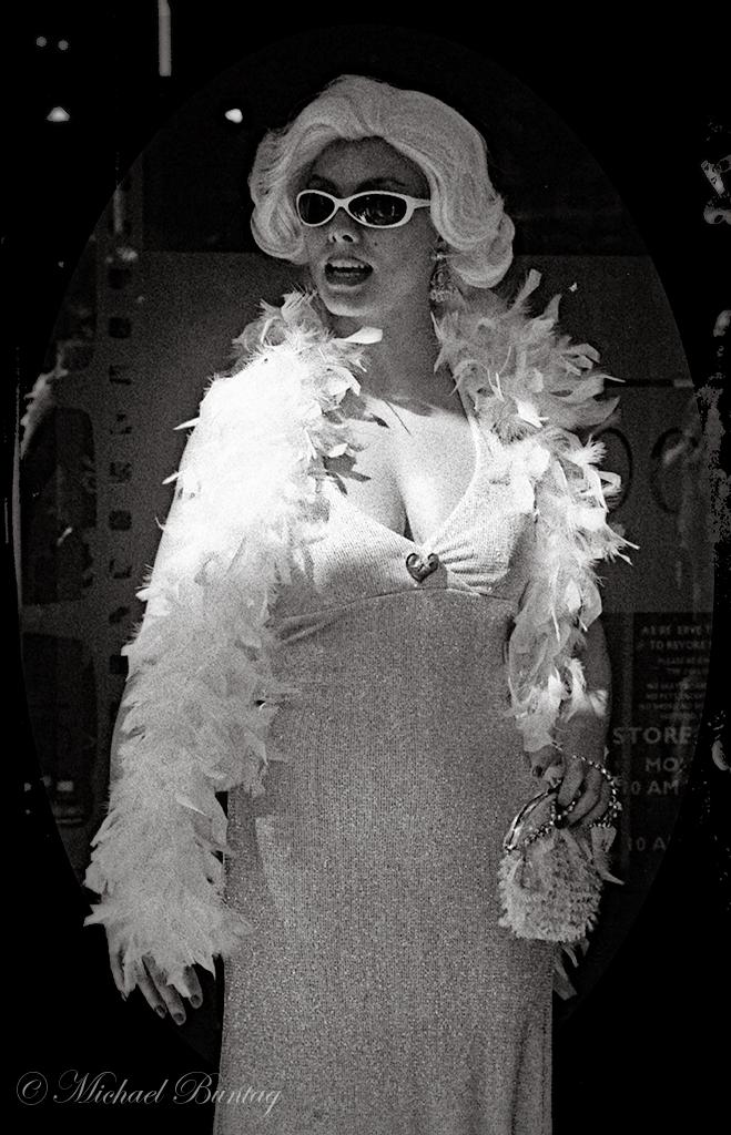 Marilyn Monroe Cosplay, Grauman's Chinese Theatre, Hollywood, Los Angeles, California. Ilford Delta 3200 35mm BW film